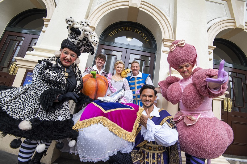 Cinderella at Theatre Royal Nottingham | Credit: Whitefoot Photography | Visit Nottinghamshire